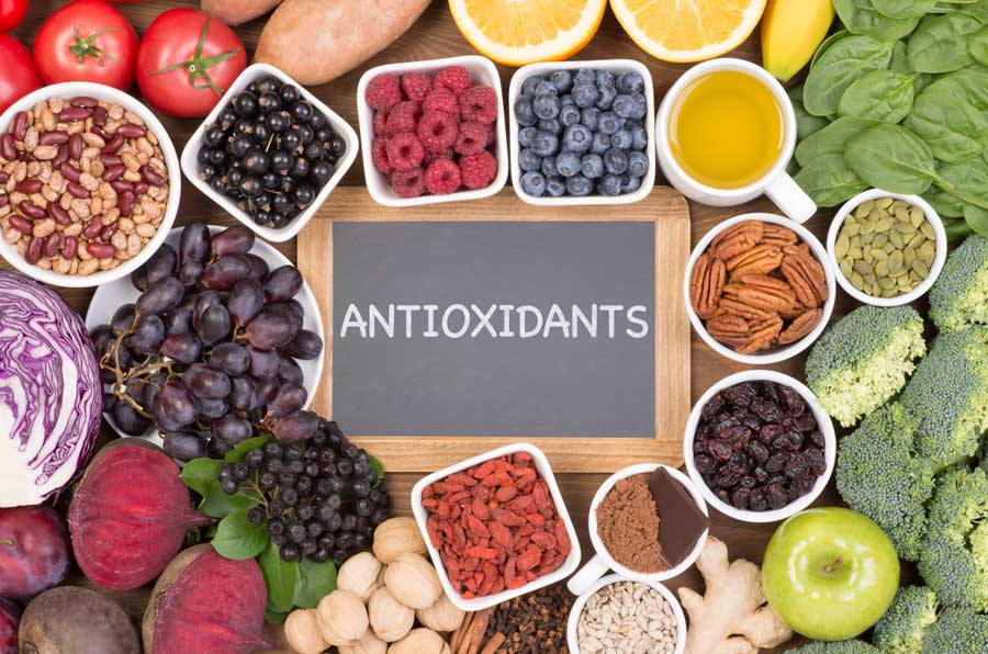 Antioxidant cover. Common antioxidant foods include broccoli, grapes, bayberry, strawberries, cherries, walnuts, nuts, etc.
